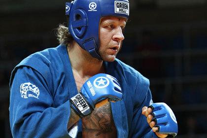 Александр Емельяненко победил в первом бою после возобновления карьеры
