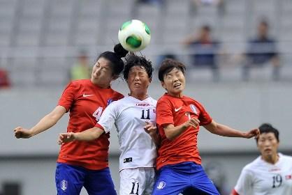 Женская сборная КНДР по футболу победила Южную Корею