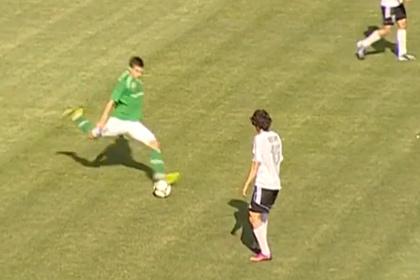 Белорусский футболист забил гол со своей половины поля