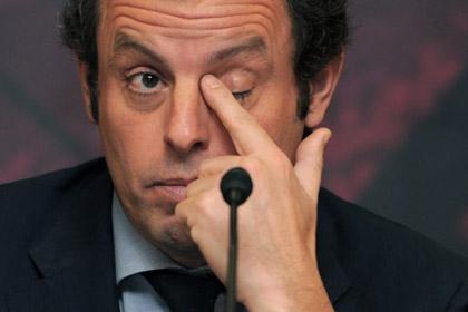 Президент «Барселоны» сбежал от журналистов в женский туалет