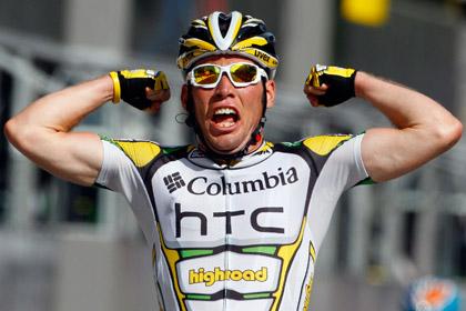 Участника «Тур де Франс» во время гонки облили мочой