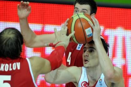 Сборная России обыграла турок на Евробаскете