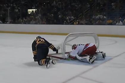 На российского голкипера клуба НХЛ упали ворота