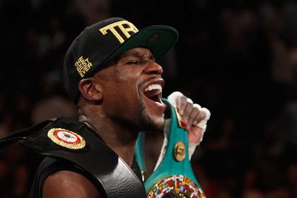 Лучшего боксера мира обязали отказаться от чемпионского титула