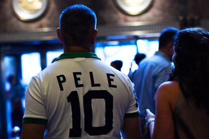 Футболистам английского клуба запретили играть под именами Пеле и Месси