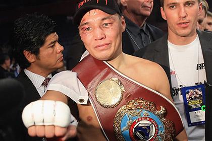 Российский боксер подарил чемпионский пояс болельщику
