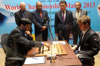 Ананд и Карлсен начали матч за титул чемпиона мира по шахматам