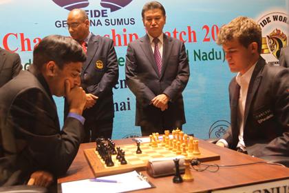 Ананд и Карлсен в третий раз подряд сыграли вничью
