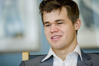 Карлсен вышел вперед в матче за титул чемпиона мира по шахматам