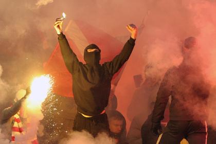 Фанат «Спартака» получил семь суток за нацистский флаг на трибуне