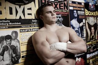 Российский боксер потерпел поражение в бою за право встретиться с Кличко