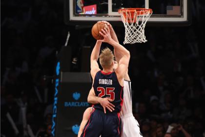 Команда Прохорова проиграла пятый матч НБА подряд