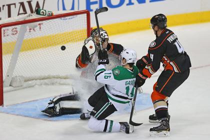 Клуб НХЛ забросил три шайбы за 53 секунды