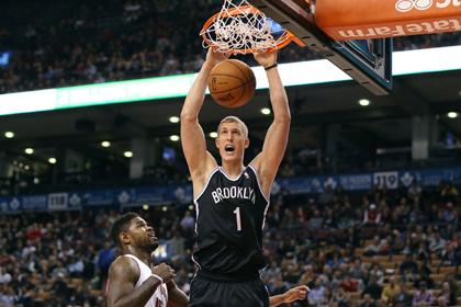 Команда Прохорова прервала серию поражений в чемпионате НБА
