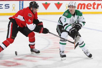 Игрок НХЛ сломал клюшку во время голевого броска