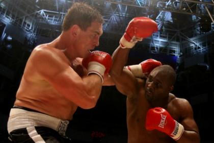 Олег Маскаев выиграл бой у победителя Майка Тайсона