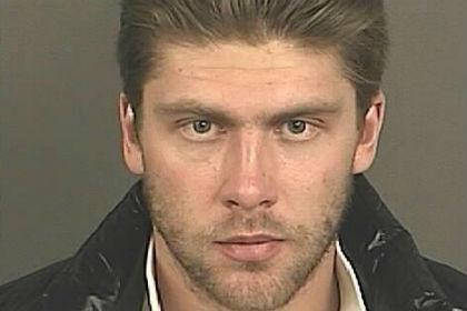 Вратаря сборной России по хоккею обвинили в домашнем насилии