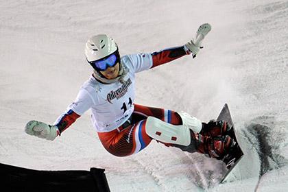 Медалистка Игр-2010 прокатилась с олимпийским огнем на сноуборде
