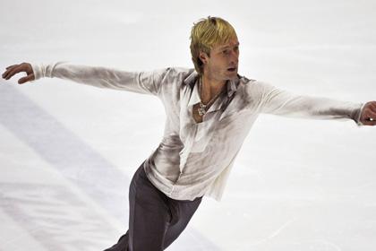 Плющенко выиграл короткую программу на первом турнире в сезоне