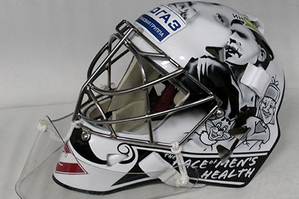 Канадский хоккейный вратарь поместил на шлем Чапаева и Печкина