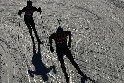 Российские биатлонисты выиграли золото в эстафете на этапе Кубка мира