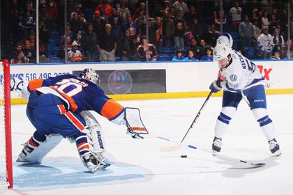 Российский нападающий забросил победный буллит в матче НХЛ