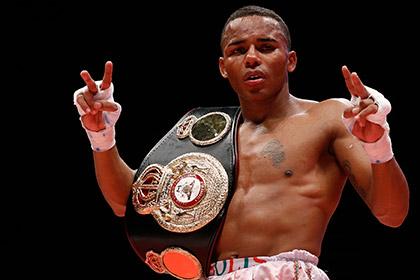 Чемпион мира по боксу проиграл титул на взвешивании