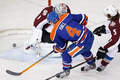 Варламов пропустил восемь шайб в матче НХЛ