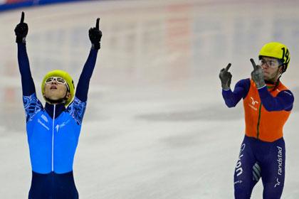 Голландца лишили медалей за неприличный жест в адрес россиянина