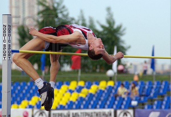 Смоленский легкоатлет Дмитрий Семенов стал шестым на соревнованиях во Франции