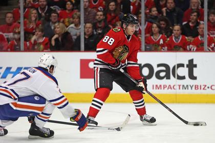 Игрок клуба НХЛ забросил шайбу в свои ворота с 56 метров
