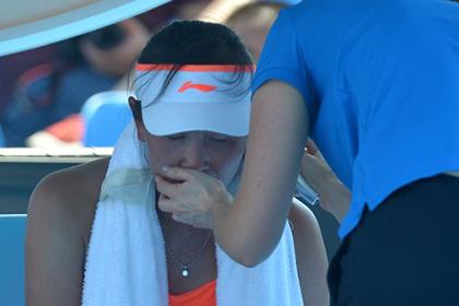 Китайскую теннисистку стошнило на корте