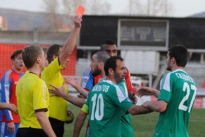Футболистов «Ангушта» наказали за нападение на соперника после игры