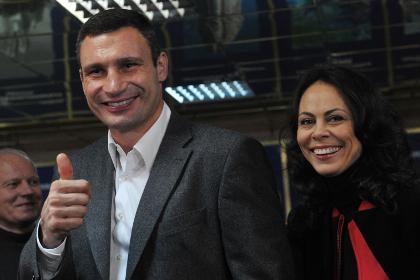 Невестка Владимира Кличко споет перед его боем с Леапаи