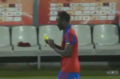 Французский футболист получил желтую карточку за съеденный банан