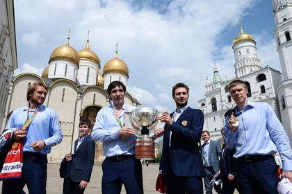 Путин пообещал российским хоккеистам внедорожники