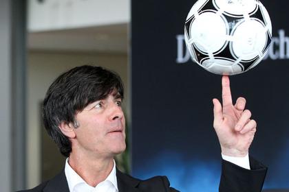 Главного тренера сборной Германии лишили прав на полгода за телефонные звонки