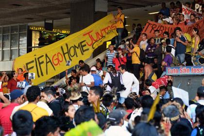 В Бразилии прошла волна забастовок против ЧМ по футболу