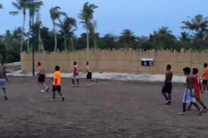 Плющенко организовал на Мальдивах футбольную команду