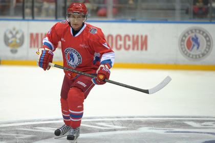 Путин сыграл в хоккей на турнире в Сочи