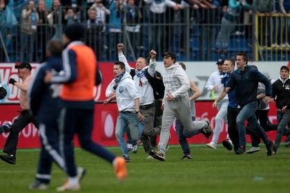 Болельщики сорвали игру «Зенита» и «Динамо»