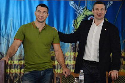 Кличко подарили киевскому музею свои боксерские трусы