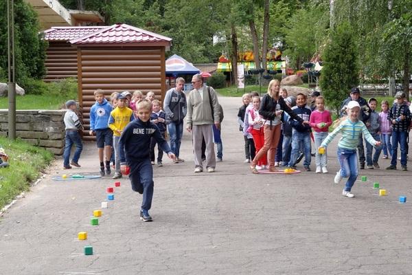 В Лопатинском саду провели веселые старты