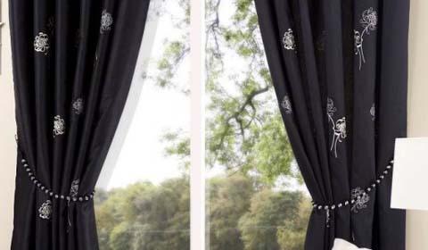 Черные шторы и тона в интерьере