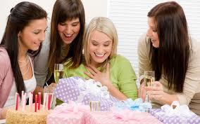 Как выбрать подарок к дню Рождения подруге