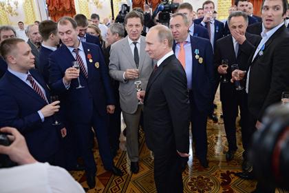 Российским хоккеистам вручили автомобили за победу на чемпионате мира