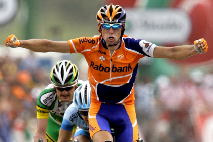 Велогонщика Меньшова дисквалифицировали на два года за допинг