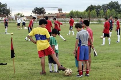 Юных футболистов из Парагвая задержали за контрабанду марихуаны