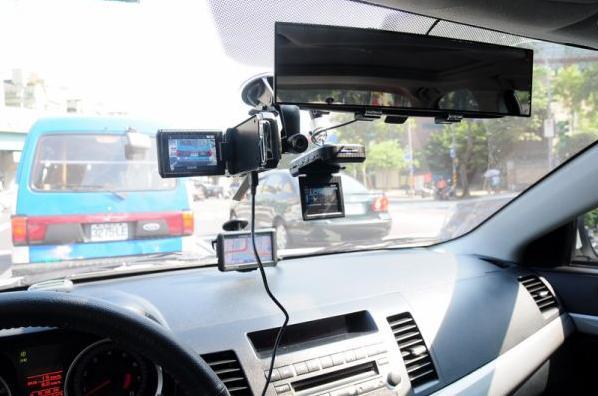 Автомобильные видеорегистраторы «Black Sys»