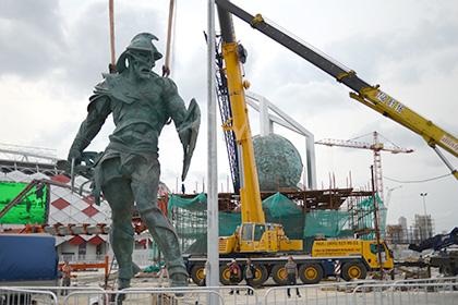 Перед стадионом «Спартака» установили гигантскую скульптуру гладиатора